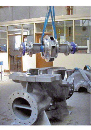Pump casing: Bottom casing half and rotor of a double-suction radial volute casing pump