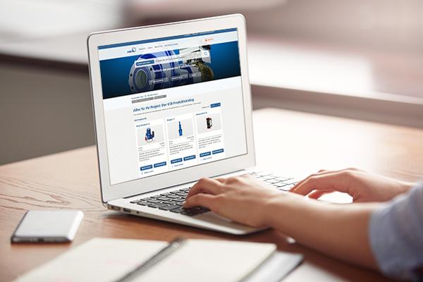 Opengeklapte Laptop. De startpagina van het KSB klantenportaal is geopend.