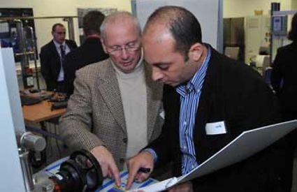 Besucher der Eröffnung des neuen Schulungszentrums KSB Frankenthal, Deutschland