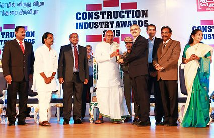 Mr. Dinesh Khanna receiving the award at the hands of Excellency, Hon'ble Governor of Tamil Nadu, Dr. K. Rosaiah